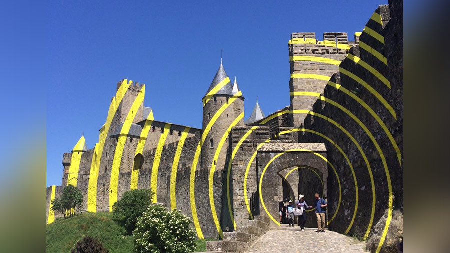 'Real horror': 'Eccentric' artwork on iconic French castle enrages locals (PHOTOS)