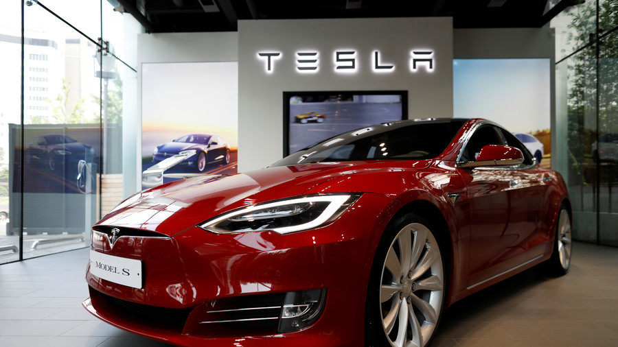 The Tesla drone crashed into a truck at a red light