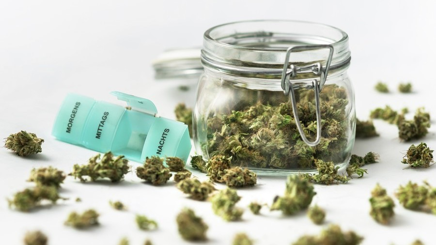 Let them have weed, UK nurses say