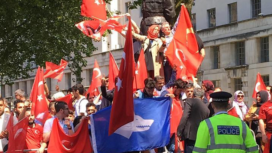 Ultra-nationalist Turkish group Grey Wolves present at pro-Erdogan London rally