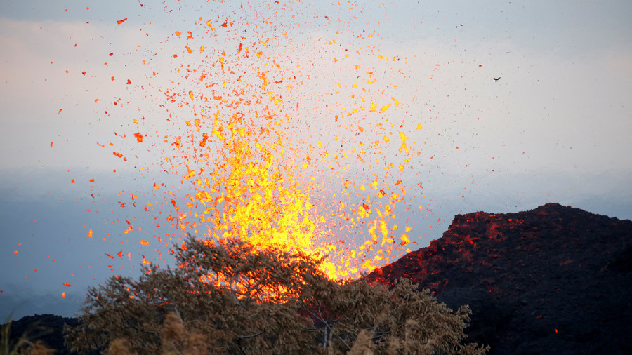 Hawaiian volcanologists 'advise' wider evacuations as violent lava flows swallow homes (VIDEOS)