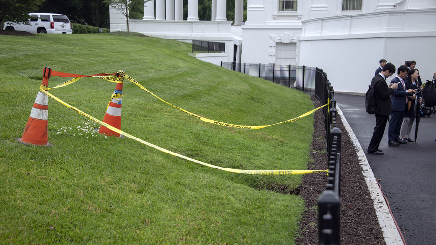 Work of Satan? Sinkhole opens on White House lawn, Twitter in turmoil over its meaning (PHOTOS)