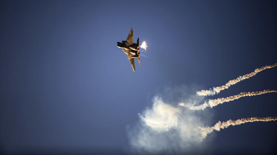 Ισραηλινά αεριωθούμενα αεροπλάνα και ελικόπτερα χτυπούν 25 στρατιωτικούς στόχους της Χαμάς στη Γάζα