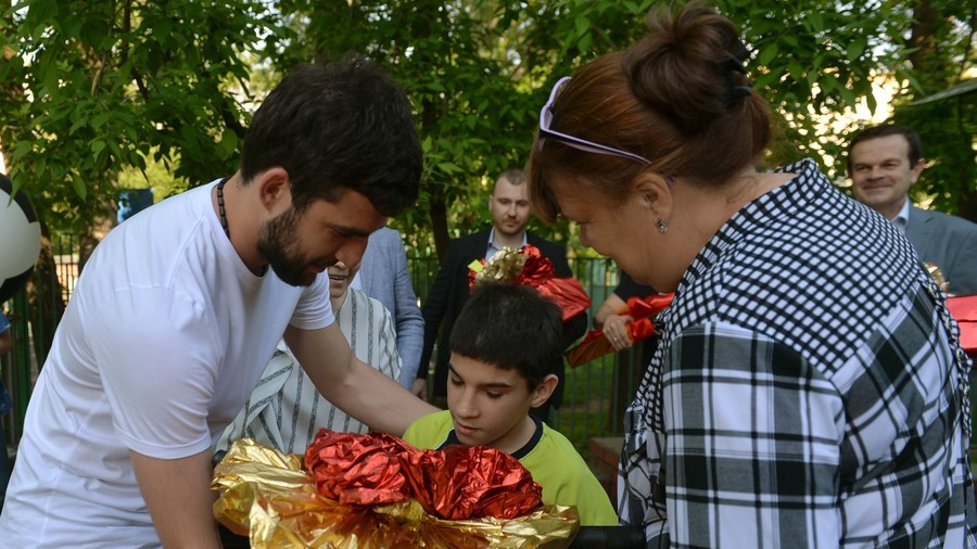 'Thank you to every child': Russia players continue to fulfill kids' wishes across country (PHOTOS