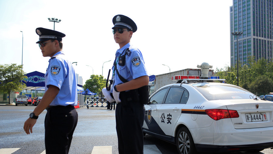 How to survive a knife attack: Chinese police go viral with 12 second advice video (VIDEO)