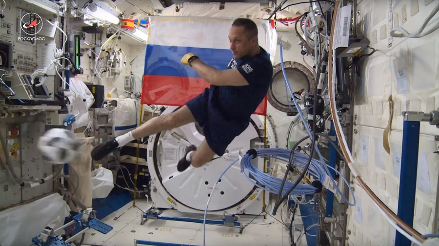 Russian cosmonauts show off football skills in zero-gravity kickabout ahead of World Cup (VIDEO)