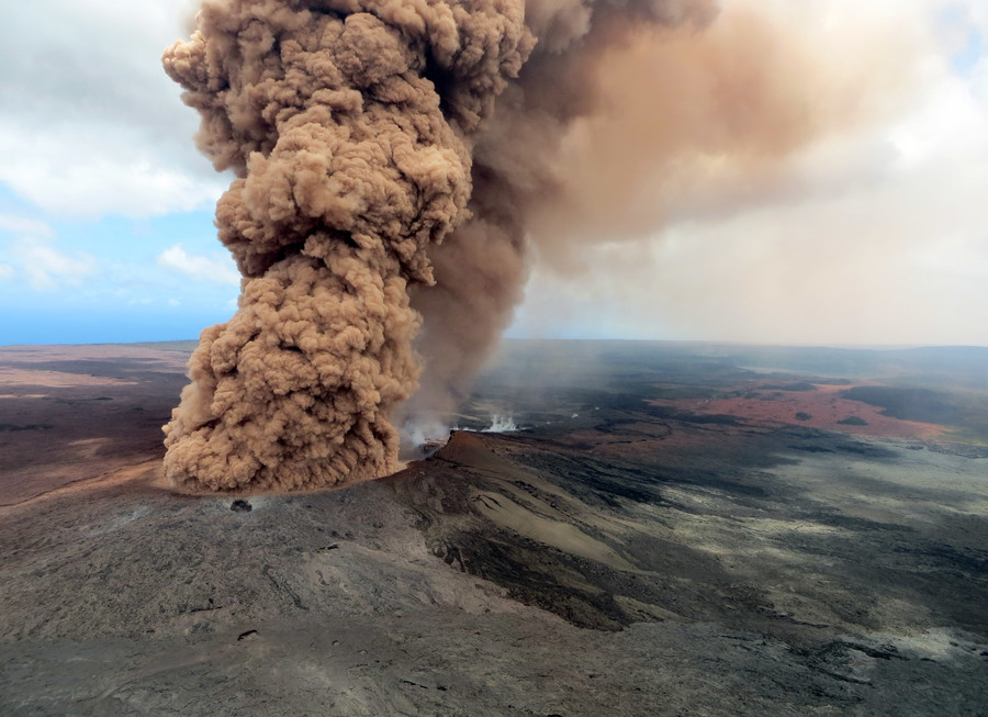 Hawaii volcano: NASA pictures reveal massive gas plumes and growing fissures (PHOTOS)