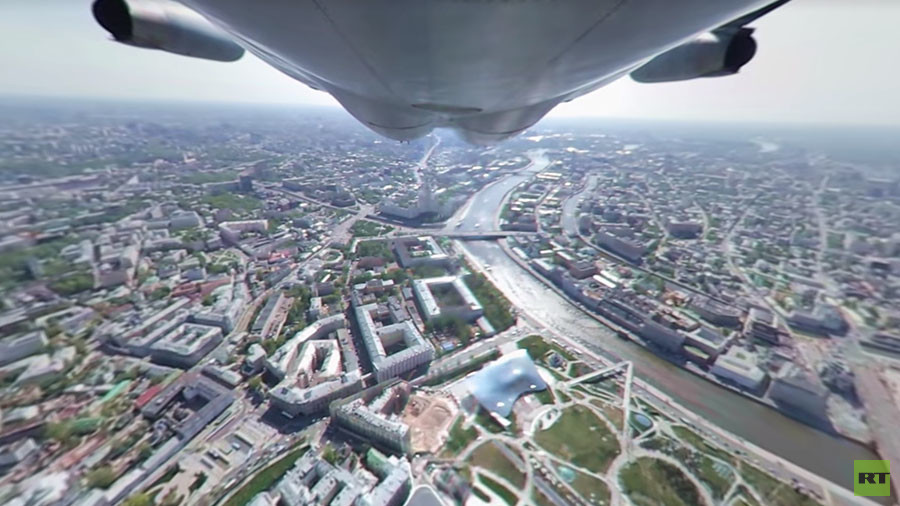 Extraordinary 360-degree swoop over Moscow Victory Day parade rehearsal (VIDEO)
