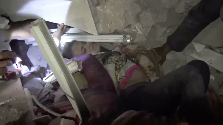 Shocking video shows terrified Yemeni children dragged from rubble after Saudi-led bombing (GRAPHIC)