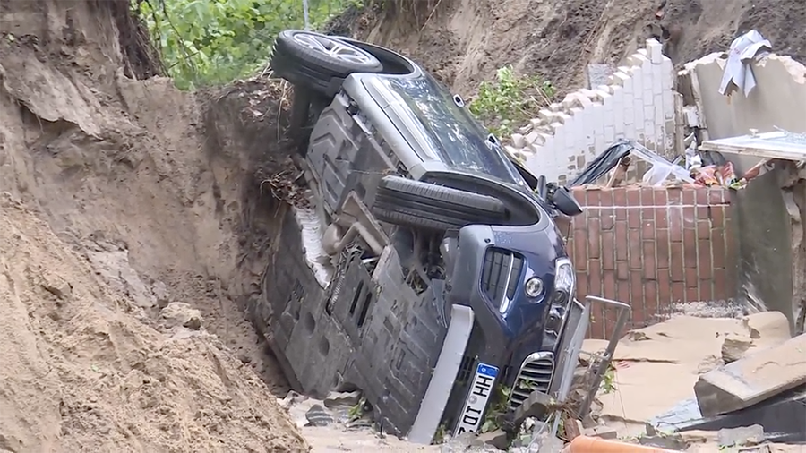 Sinkholes & submerged streets: Violent storms flood northern Germany (VIDEOS)
