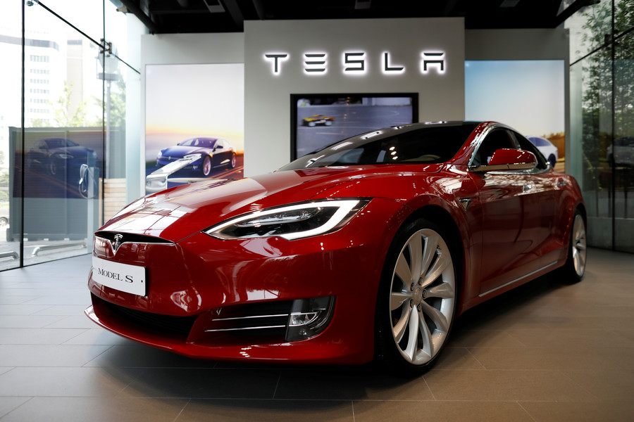 Tesla with self-driving capability crashes into fire truck, investigation launched (PHOTO)