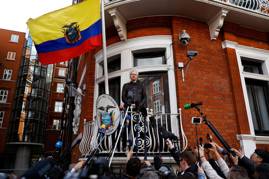 'The smelly kid in class': Former Met officer taunts Julian Assange's mother on Twitter