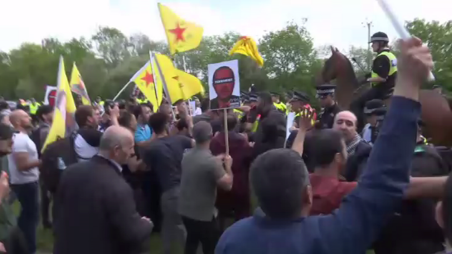 Kurdish protesters try to block Erdogan's convoy as his 3-day British visit begins (VIDEO)