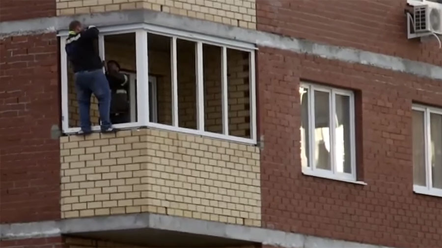 DIY daredevil: Man clings to 12th story balcony while fixing window (VIDEO)