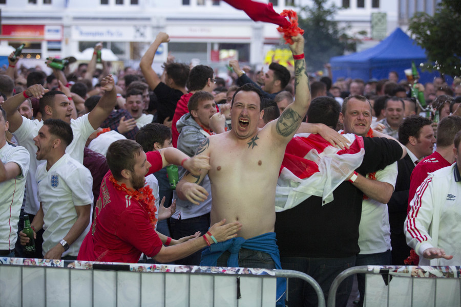 England World Cup flag warning: Russian fans call police statement 'ridiculous' (VIDEO)
