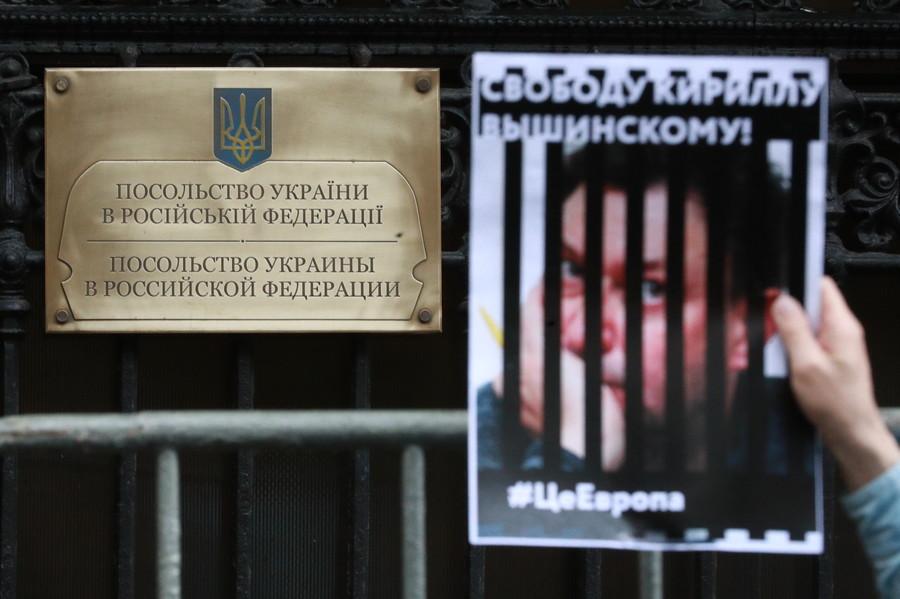 Charging journalist with treason for doing his job is extraordinary – Putin on Kiev media crackdown