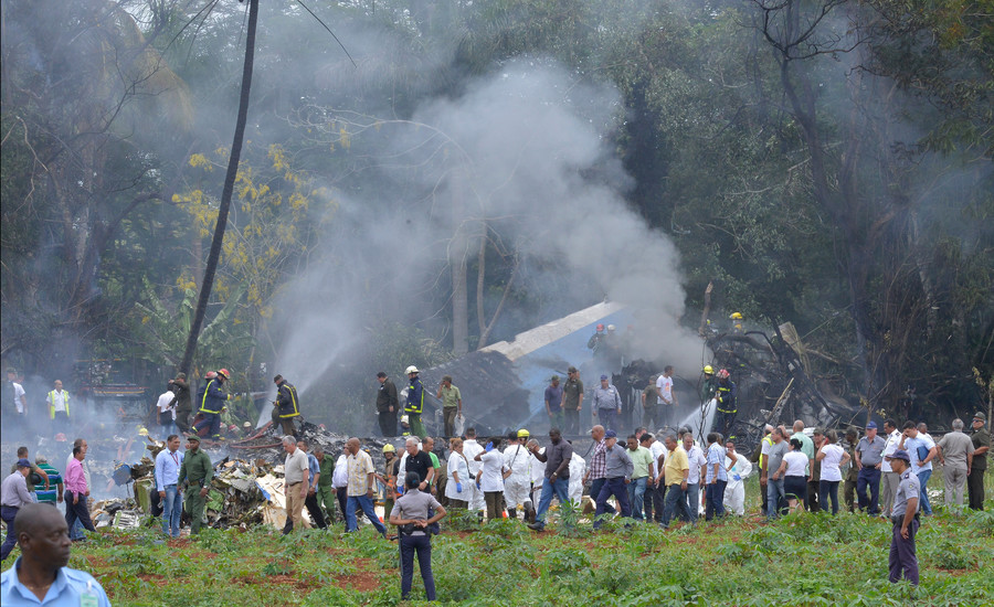 Boeing 737 with over 100 on board crashes at Cuban airport