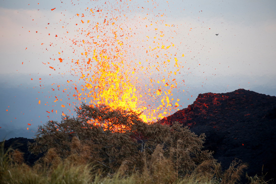 Man injured by lava during eruption in Hawaii, experts call for wider evacuations (VIDEOS)