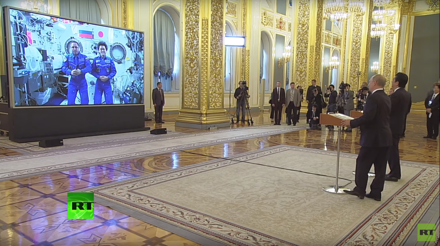 Putin & Abe call ISS from Kremlin after Russia-Japan talks