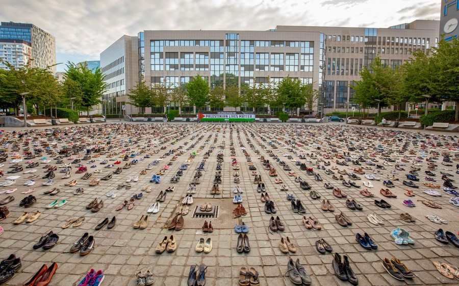 'Sanction Israel!': 4,500 pairs of shoes symbolizing dead Palestinians placed at EU Council (VIDEO)