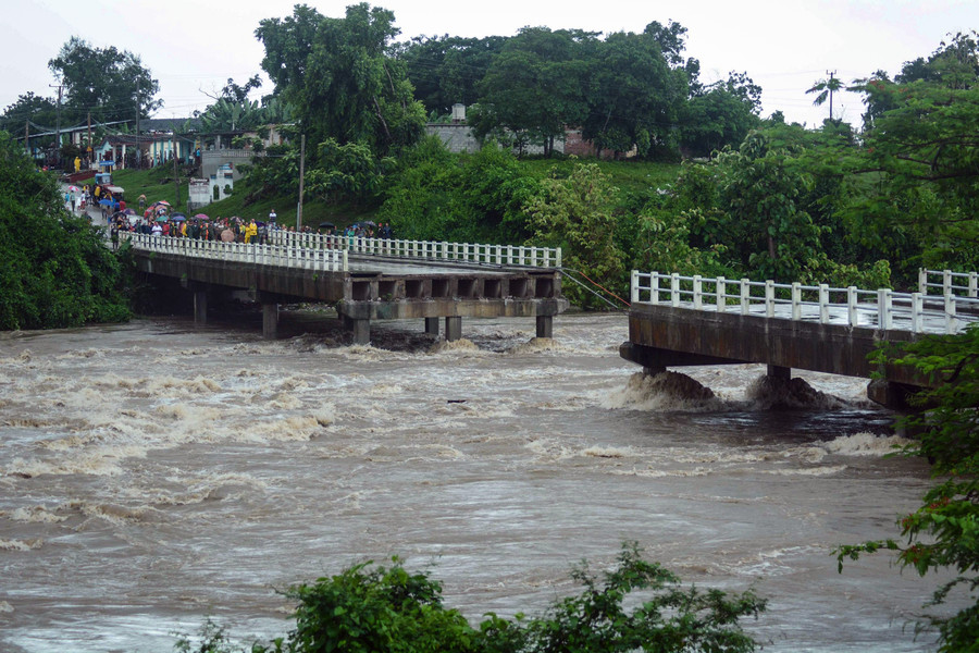 Cubans cheat death as bridge over floodwaters crumbles into raging rapids below (VIDEOS)