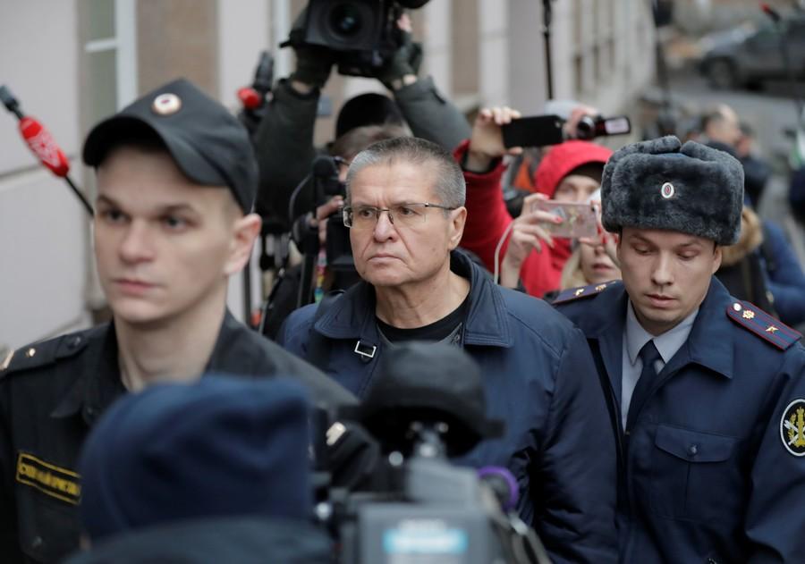 Former economy minister Ulyukayev jailed for 8 years over $2 million bribe begins sentence