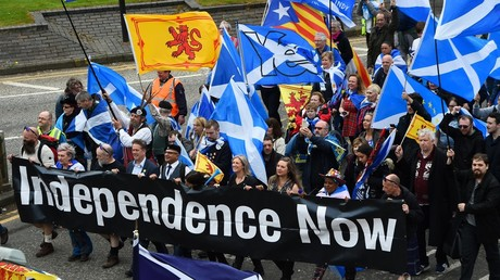 Demonstrators march in support of Scottish independence through the streets of Glasgow on May 5, 2018. © Andy Buchanan / AFP