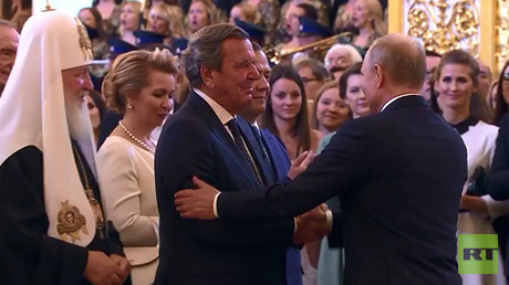 Putin grants German ex-chancellor 'exclusive' handshake during inauguration in Kremlin (VIDEO)