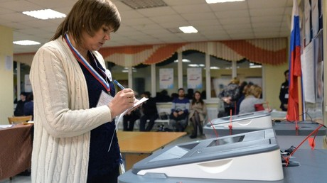 Members of the election comission during the counting of votes at a polling station in Vladivostok © Vitaliy Ankov
