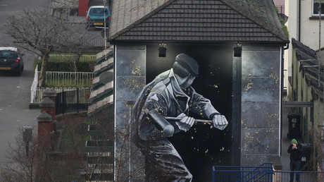 A mural depicts Operation Motorman in Derry's Bogside ©Cathal McNaughton