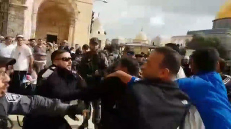 Jerusalem Day: Israelis clash with Palestinians on Temple Mount ahead of charged week (VIDEO)