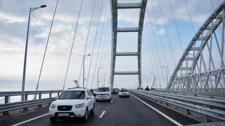Car traffic on the Crimean Bridge's freeway section © Alexey Malgavko