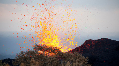 Hawaiian volcanologists advise wider evacuations as violent lava flows engulf homes (VIDEOS)