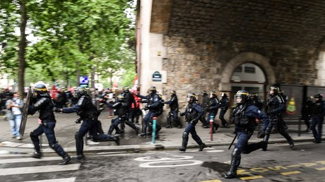 Police use tear gas, protesters throw stones as anti-Macron rally turns violent in Paris (VIDEOS)