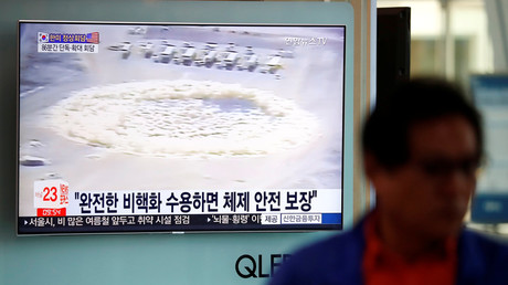 A man walks past a TV broadcasting a news report on the upcoming dismantling of the Punggye-ri nuclear testing site, in Seoul, South Korea, May 23, 2018. © Kim Hong-Ji