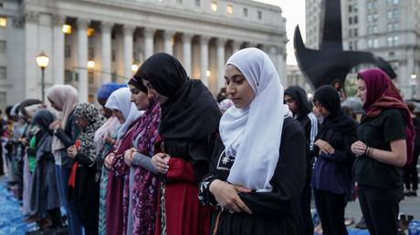 5b0c4e3edda4c87d598b4603 Muslim women ridicule MAC cosmetics for 'Ramadan makeup' tutorial