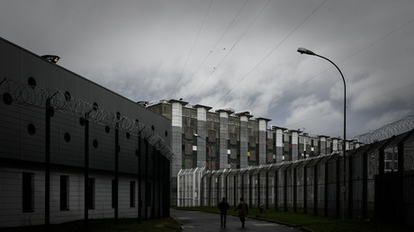 Radicalization & staff suicides: Europe's biggest prison unfit to cope with jihadist inmates