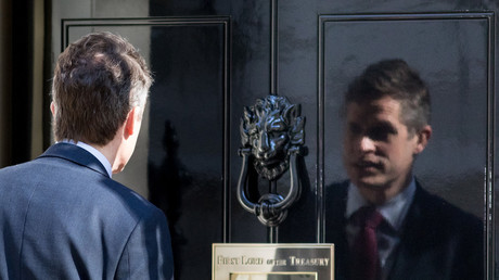 Gavin Williamson has a good, hard look at himself in the reflection of Number 10's shiny door. © Tom Nicholson