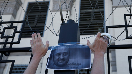 Commemoration of Arkady Babchenko in front of the Russian embassy in Kiev. © Gleb Garanich