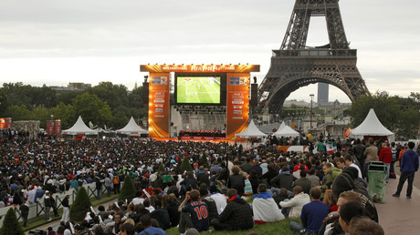 Fans gather in front of a giant screen near the Eiffel Tower to watch the 2010 World Cup. © Benoit Tessier / Reuters