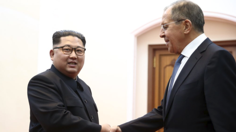 Lavrov meets Kim in Pyongyang, gifts him 'box for secrets' (PHOTO, VIDEO)
