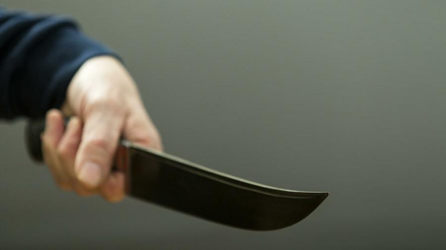Zombie knife-wielding man attacks car on busy London street in terrifying footage (VIDEO)