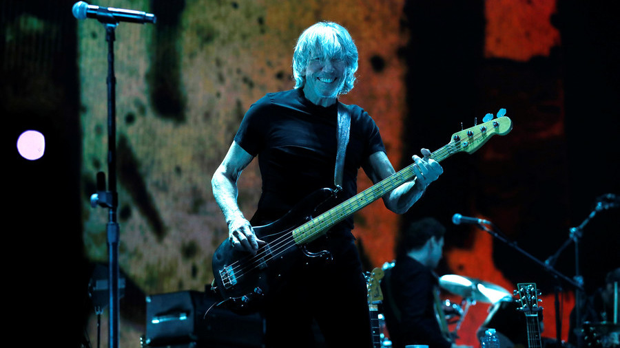 'Wish You Were Here': Roger Waters displays pro-Assange message at Berlin gig (PHOTOS)
