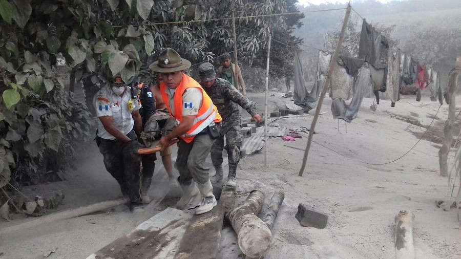 Thousands flee lava & ash fallout after deadly Guatemala volcano eruption (VIDEOS)