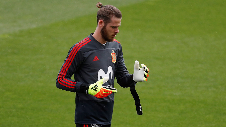 De Gea 'refuses' to applaud Spanish PM after rape claim criticism 2 years ago