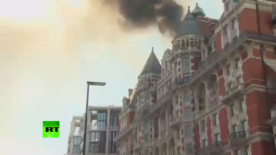 Luxury hotel engulfed in fire, billows smoke across central London
