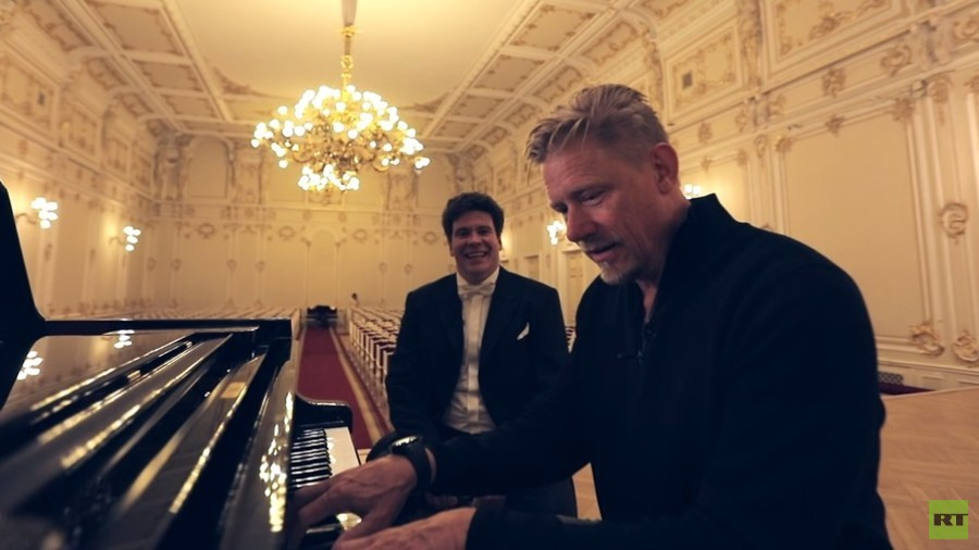 Culture vulture Peter Schmeichel shows off piano skills in World Cup host city St. Petersburg