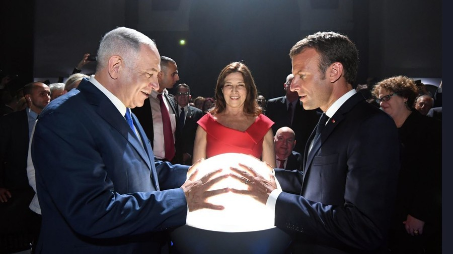 Return of the orb: Why are Netanyahu and Macron clasping glowing globe?