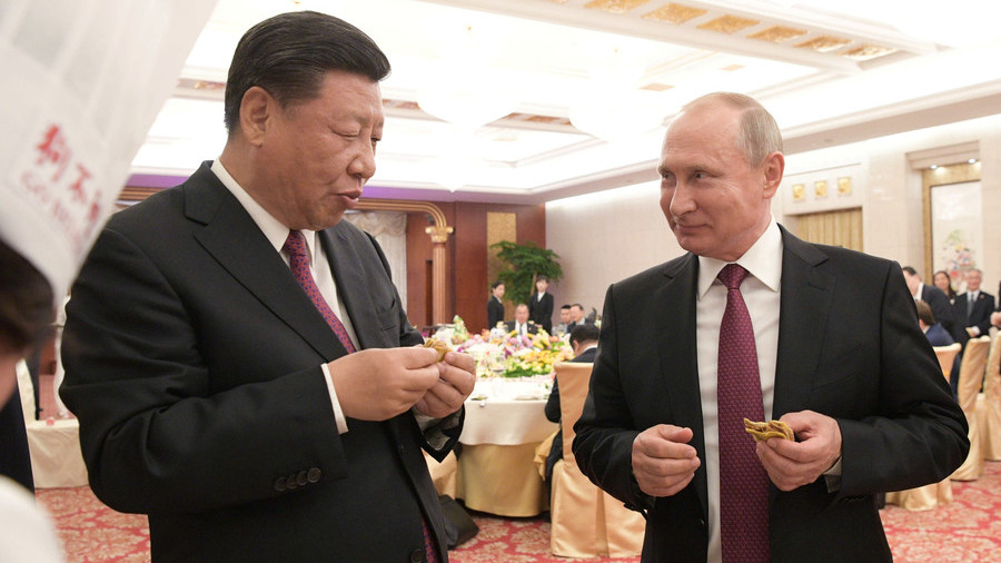 Putin shows knack for Chinese cuisine as he cooks steamed buns & pancakes (VIDEO)
