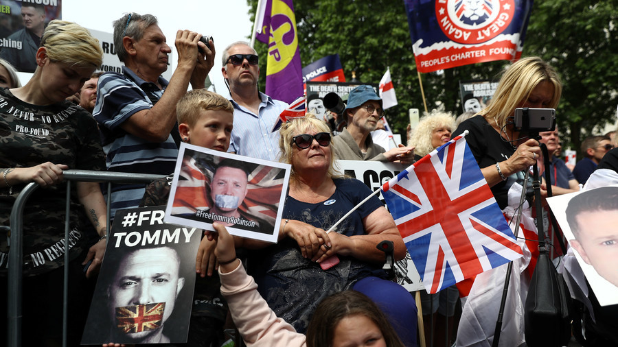 Geert Wilders joins 'free Tommy Robinson' march in London (VIDEO)